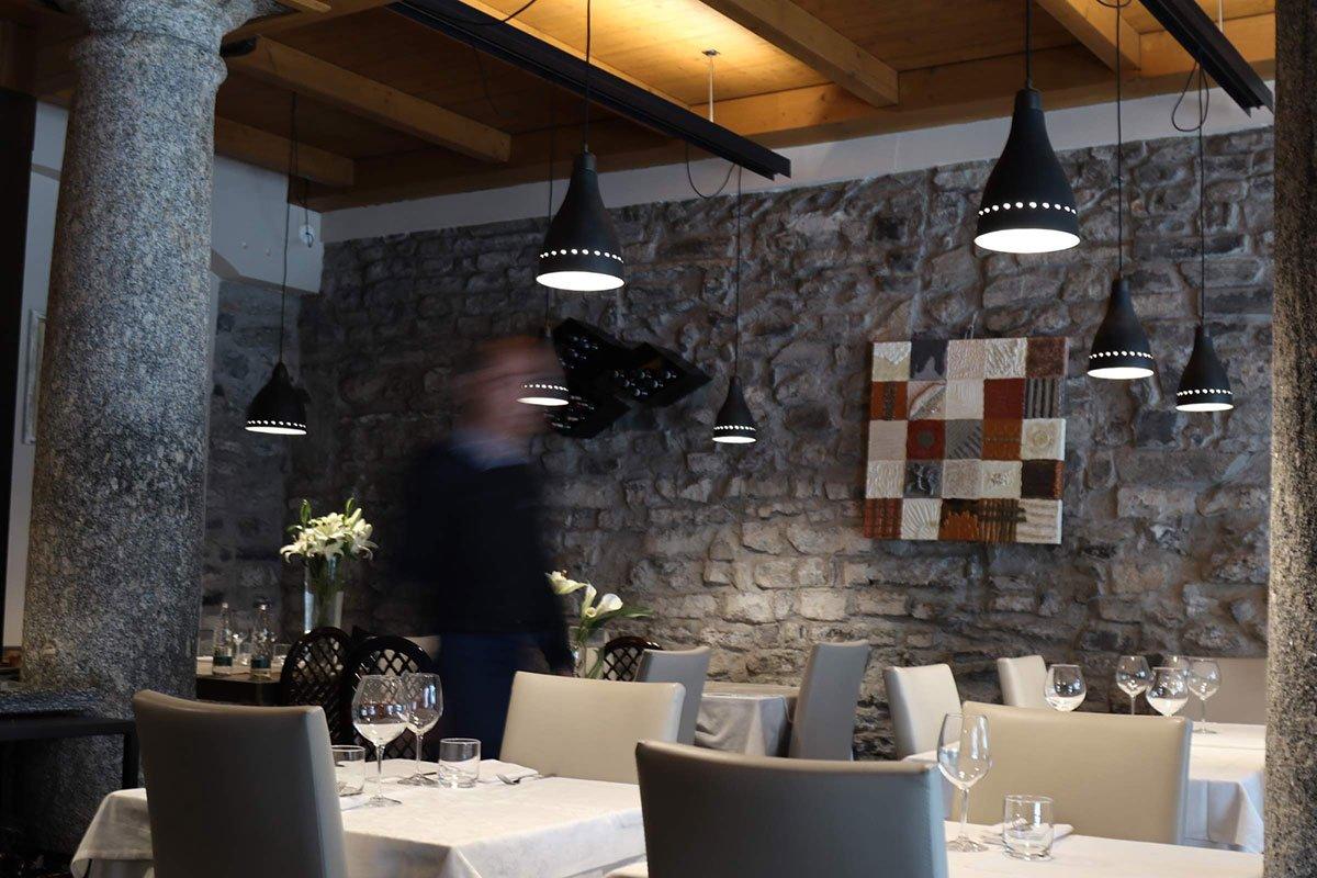 umberto_mauri_architetto_studio_custom_interior_ristorante_gesumin_como_design_detail_lamp_outdoor_image_via_cinque_giornate_2000-d