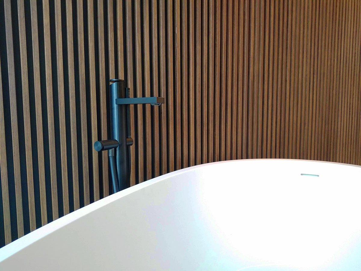 umberto_mauri_architetto_studio_custom_interior_vasca_camera_master_bedroom_design_detail_wall_wood_flos_light_stars_milano_relax_wow_2000-f
